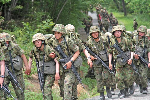 画像3: 曹候生と自候生1020人が25キロ行進訓練|大津駐屯地