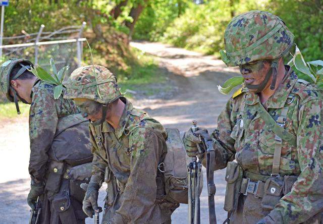 画像10: 自衛官候補生32人が戦闘訓練|青森駐屯地