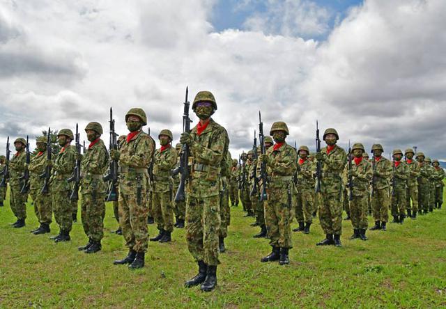 画像4: 創立記念式典 隊員1200人が観閲行進|陸自2師団