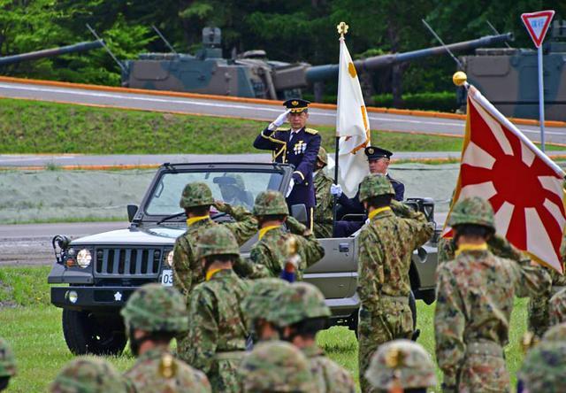 画像5: 創立記念式典 隊員1200人が観閲行進|陸自2師団