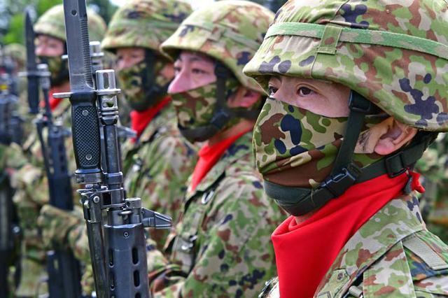 画像3: 創立記念式典 隊員1200人が観閲行進|陸自2師団