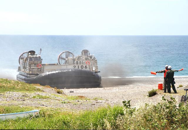 画像2: 沼津市で海自揚陸艇「LCAC」訓練|静岡地本