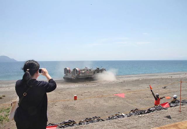 画像3: 沼津市で海自揚陸艇「LCAC」訓練|静岡地本