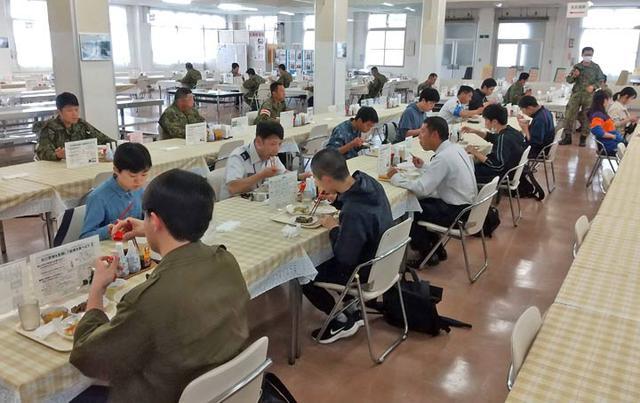 画像4: 大学生ら10人、陸自部隊を研修|札幌地本