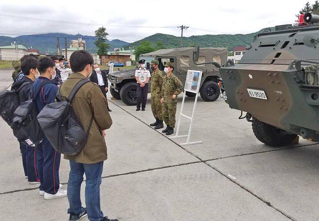 画像2: 大学生ら10人、陸自部隊を研修|札幌地本