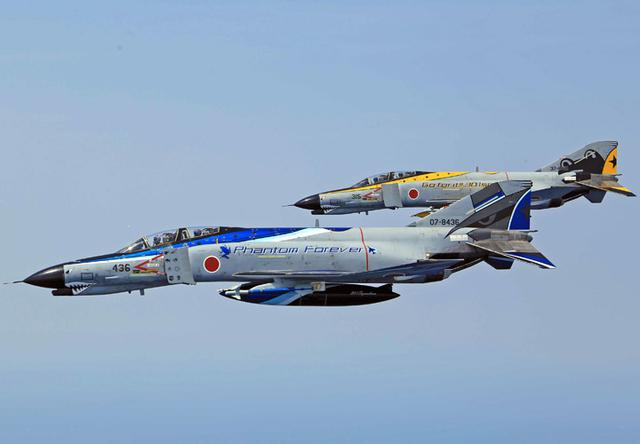 画像1: 今年度運用終えるF4戦闘機を特別塗装|空自百里基地