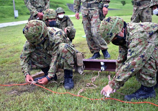 画像6: 爆破訓練で実爆による障害処理など演練|陸自15旅団