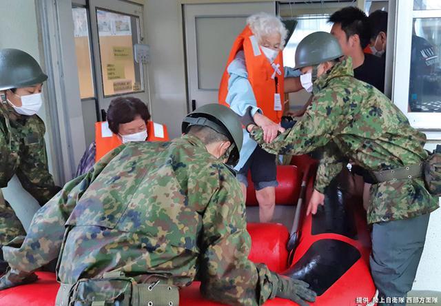 画像4: 写真で見る「令和2年7月豪雨」災害派遣|陸自西部方面隊