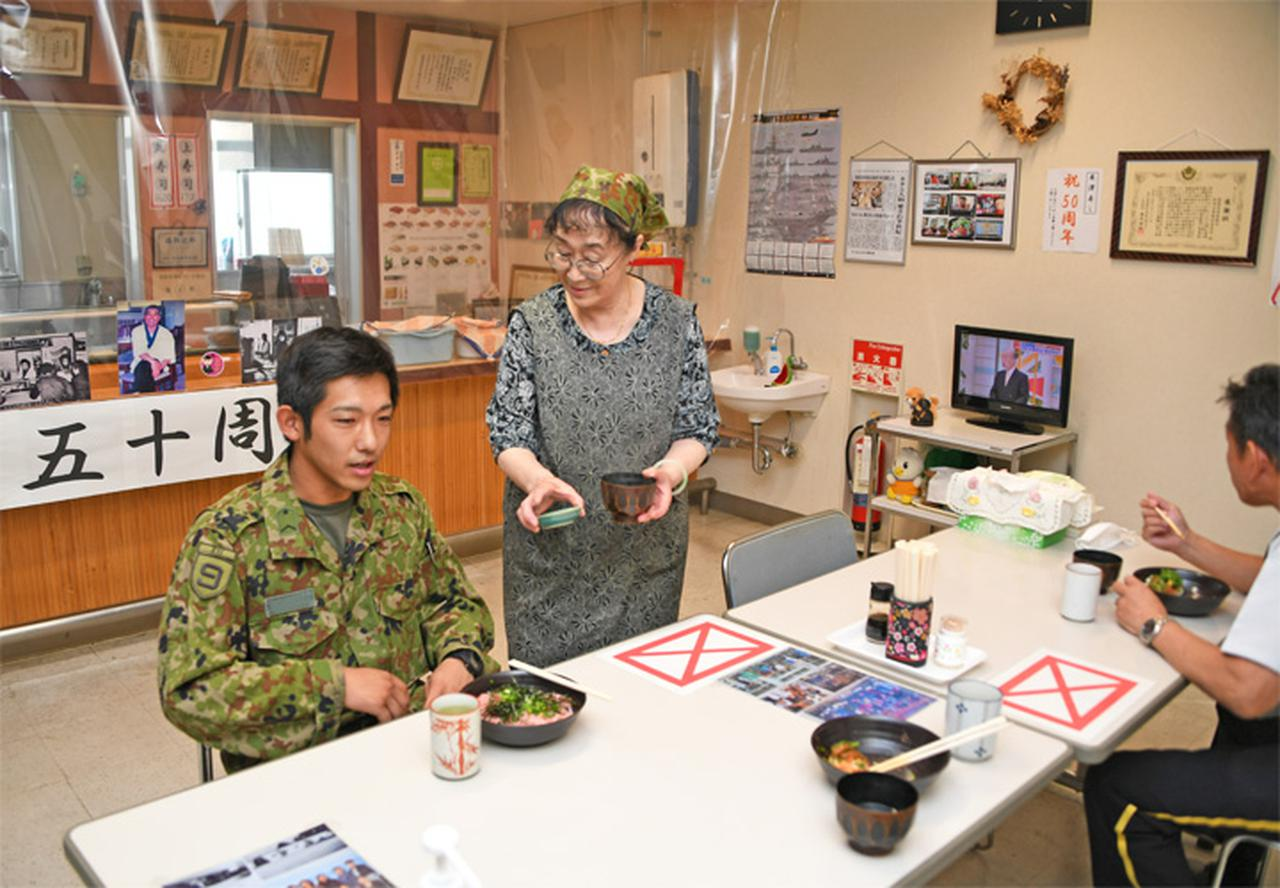 画像1: 陸自で唯一の寿司屋「米沢寿し店」が50周年 秋田駐屯地