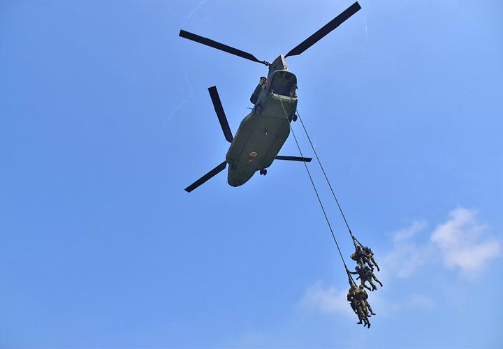 画像1: 「真に戦える部隊を創造」総合戦闘力演習|陸自4師団