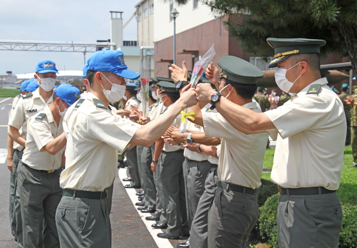 画像5: 陸曹航空操縦課程 19人が卒業 陸自航空学校宇都宮校