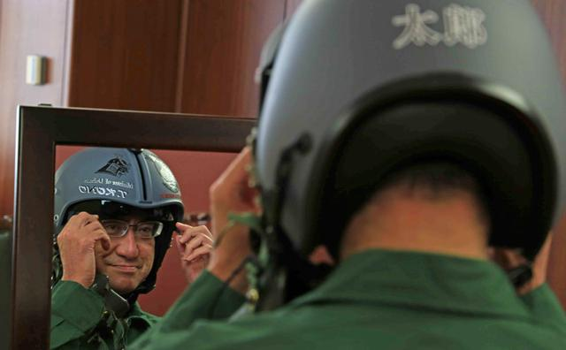 画像4: 河野大臣がF2戦闘機のG体感|空自百里基地