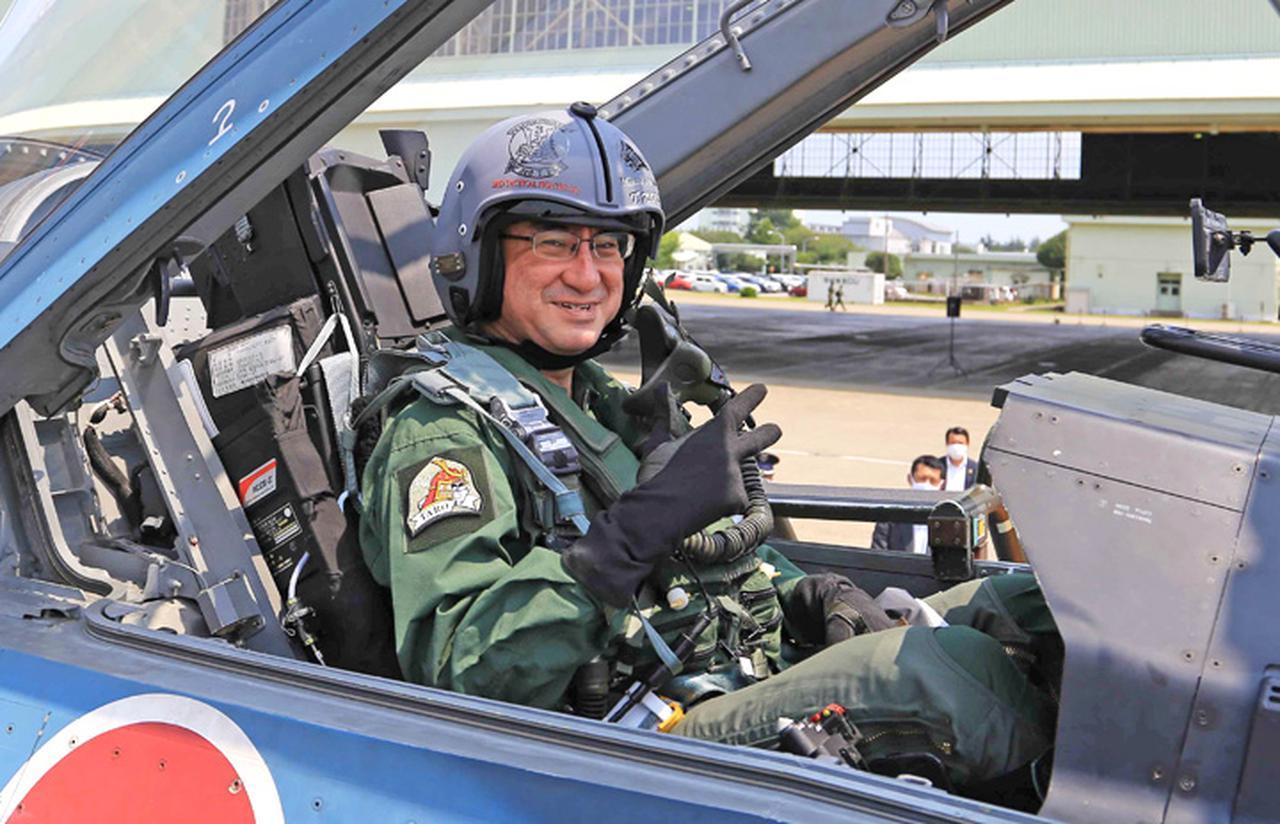 画像6: 河野大臣がF2戦闘機のG体感 空自百里基地