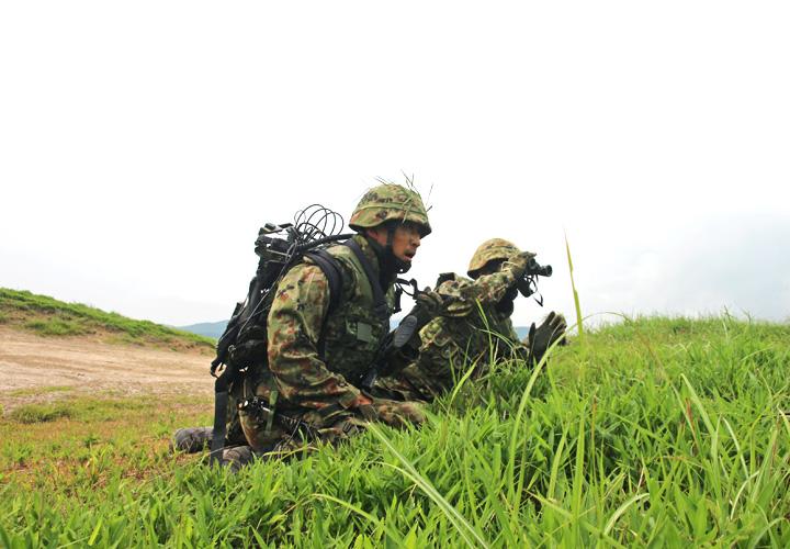 画像: 現地指導を行う戦闘団長