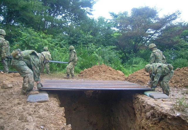 画像6: 射撃訓練の場を活用し築城訓練|仙台駐屯地