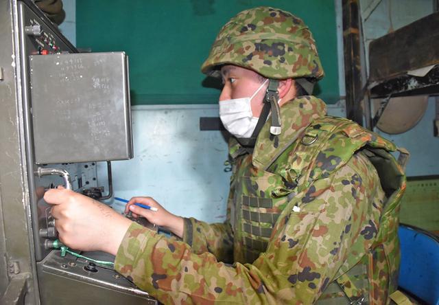 画像1: 射撃訓練の場を活用し築城訓練|仙台駐屯地