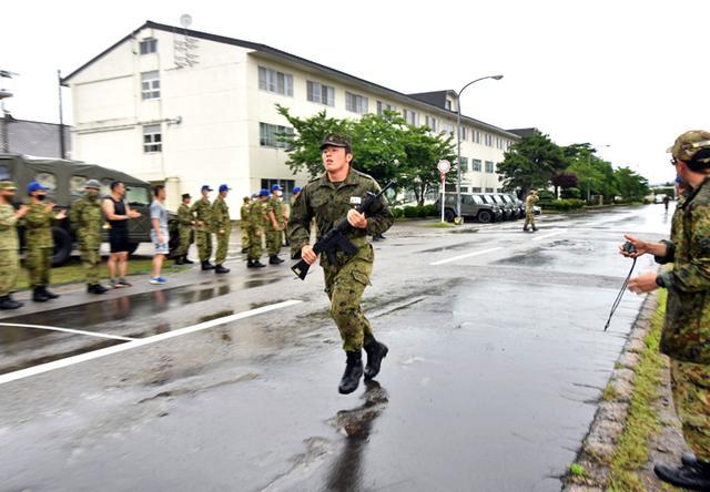 画像1: 「No Easy Day」掲げ、防大3学年が部隊実習|高田駐屯地