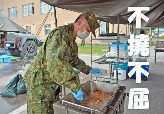 画像: 【第3普通科連隊 令和2年度 連隊炊事協議会】 今日の右手はしゃもじを持つためだけに!