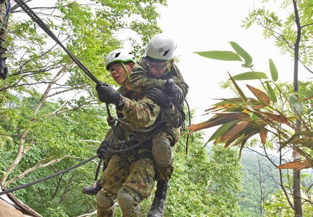 画像1: レンジャー教育で山地潜入訓練|美幌駐屯地