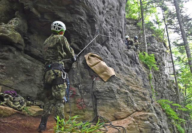 画像4: レンジャー教育で山地潜入訓練|美幌駐屯地