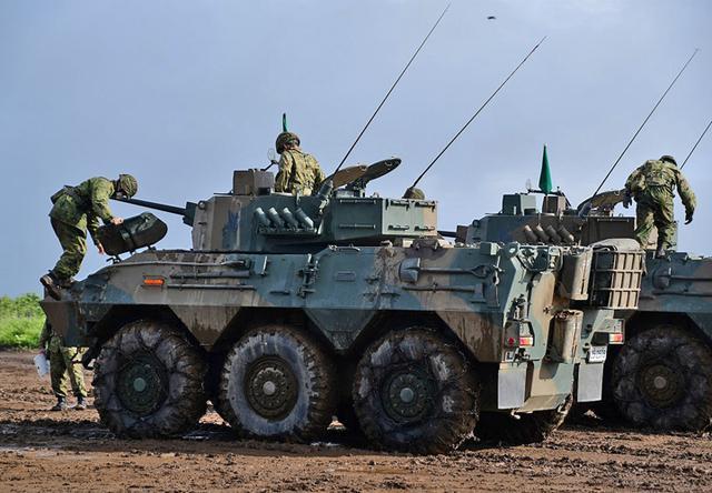 画像1: 偵察警戒車の射撃能力向上図る|陸自7師団