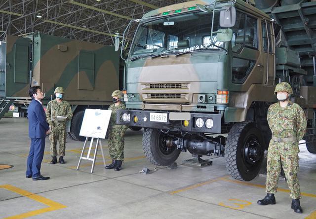 画像2: 山本防衛副大臣が視察 全隊員に慰問品も|八戸駐屯地