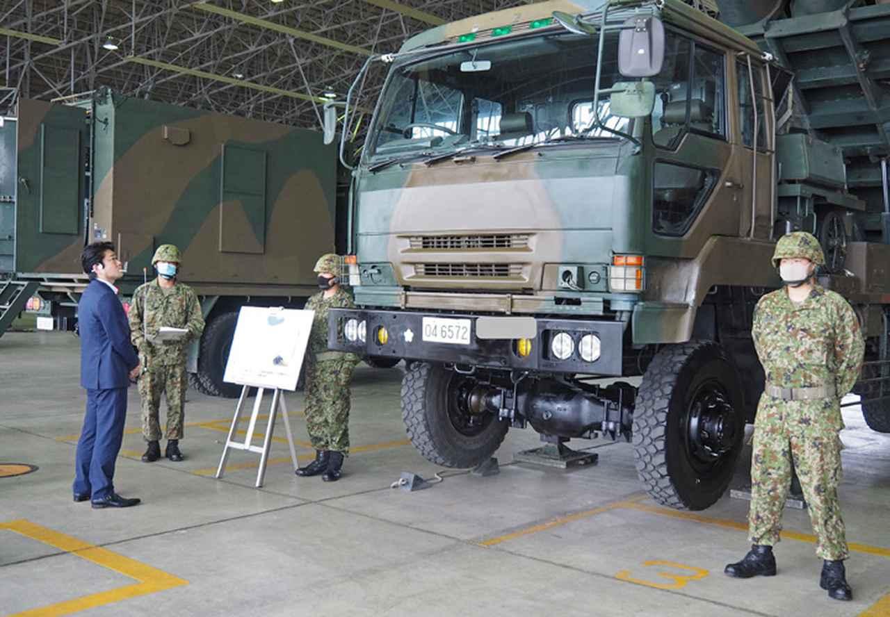 画像2: 山本防衛副大臣が視察 全隊員に慰問品も 八戸駐屯地
