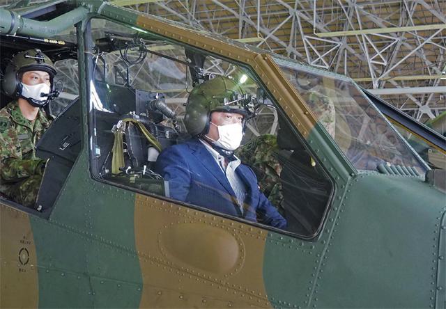 画像3: 山本防衛副大臣が視察 全隊員に慰問品も|八戸駐屯地
