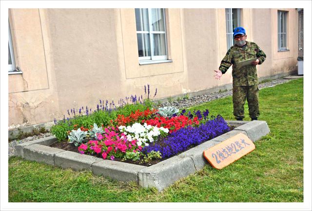 画像: 【第2後方支援連隊第2整備大隊】 高さのある花を奥に配置し奥行を演出
