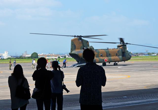 画像4: ヘリ体験搭乗 F2戦闘機パイロットが案内 栃木地本
