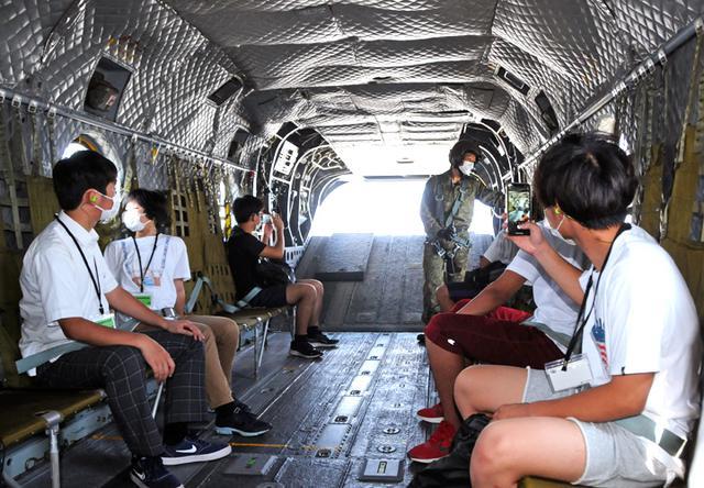 画像5: ヘリ体験搭乗 F2戦闘機パイロットが案内 栃木地本