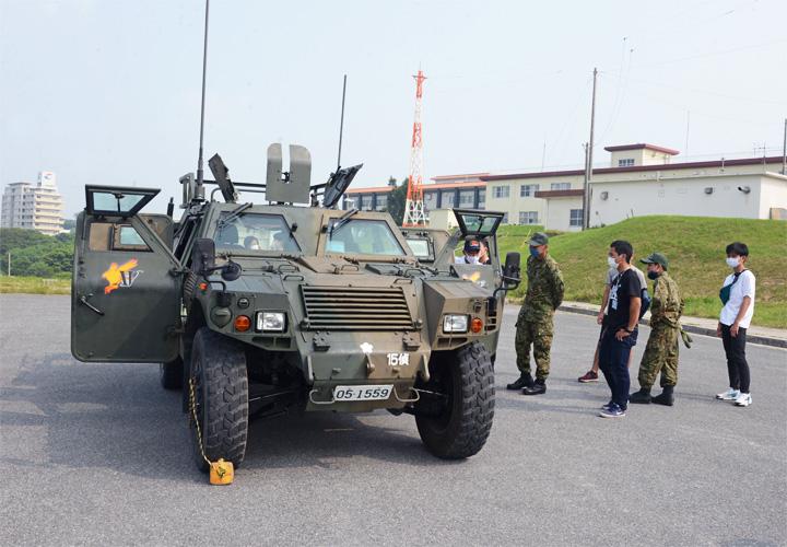 画像3: 陸自西方部隊とともに募集広報|沖縄地本