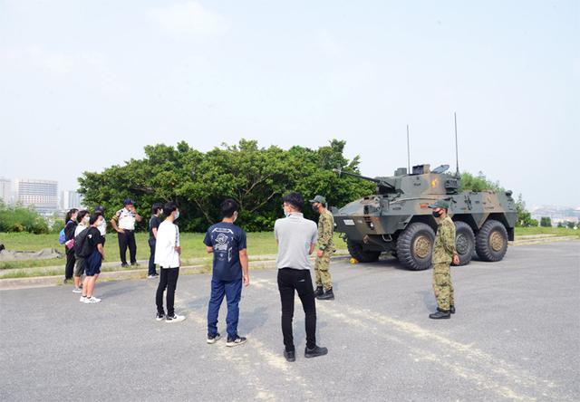 画像4: 陸自西方部隊とともに募集広報|沖縄地本