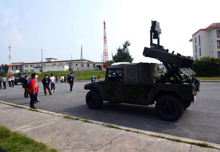 画像2: 陸自西方部隊とともに募集広報|沖縄地本