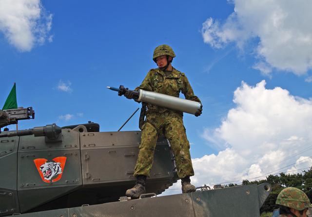 画像1: MCV訓練、女性隊員が装填手として初参加|北熊本駐屯地