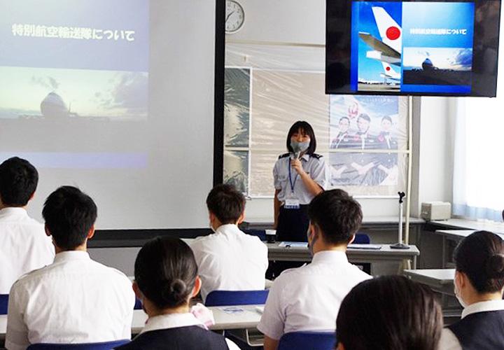 画像3: 自衛隊の空中輸送員の仕事説明 石川地本