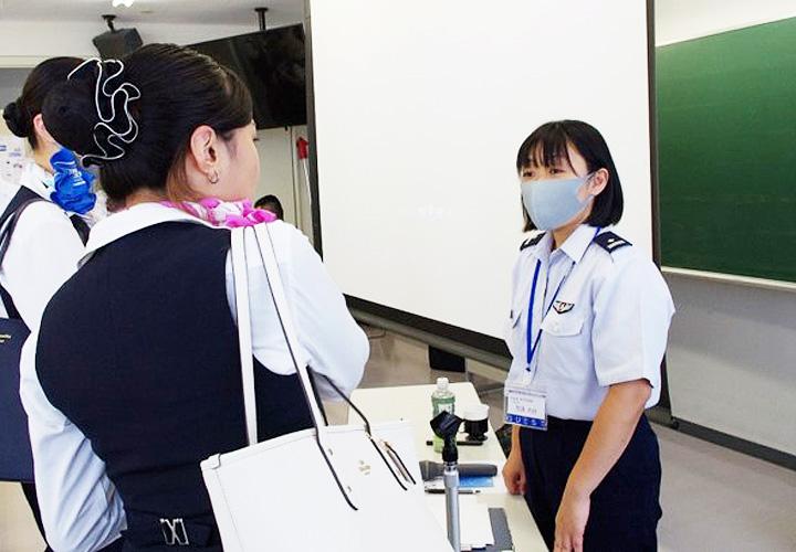 画像4: 自衛隊の空中輸送員の仕事説明 石川地本