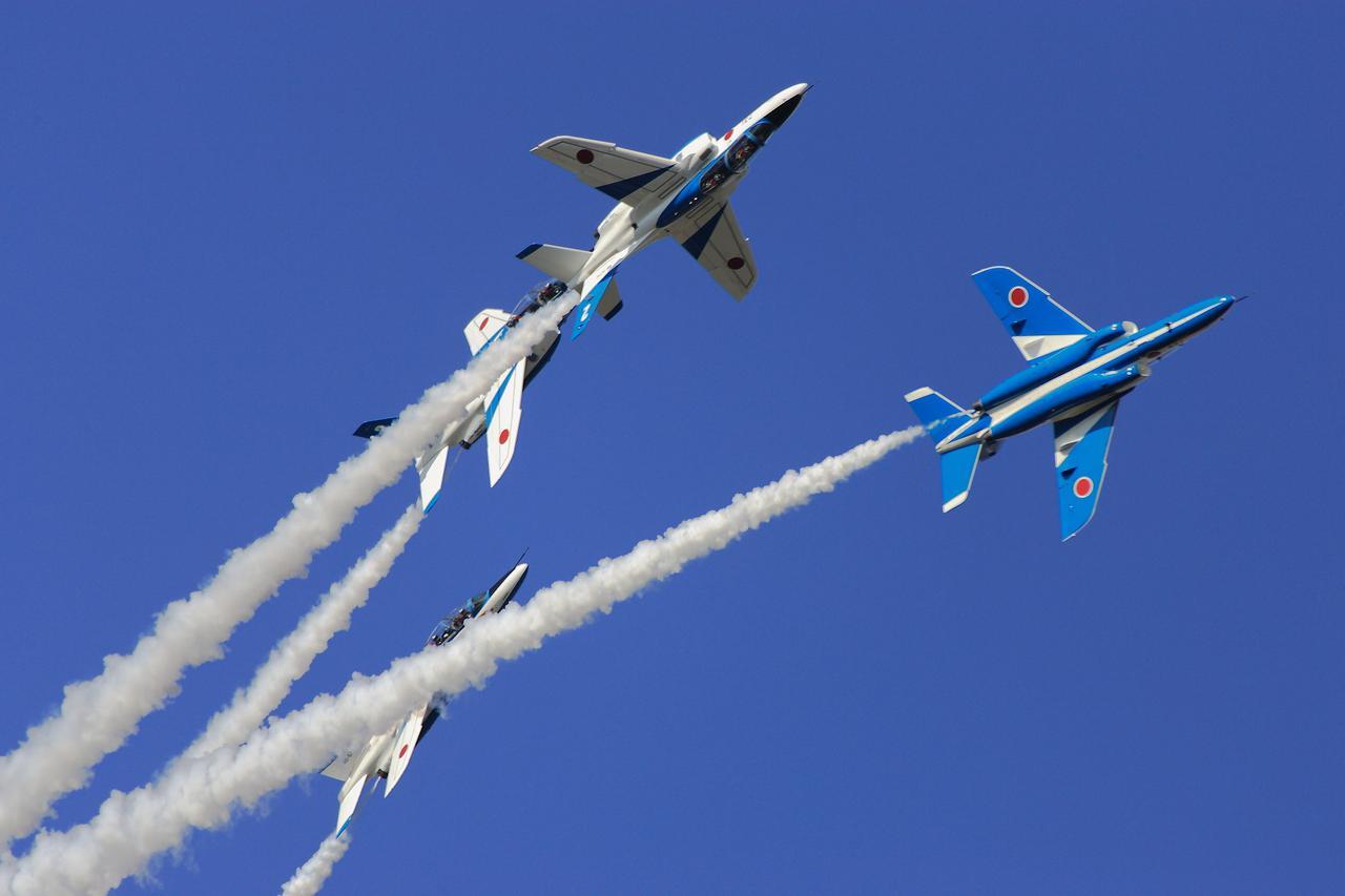 画像: ローリングコンバットピッチ:初代F-86Fブルーインパルスから継承される伝統的曲技飛行課目