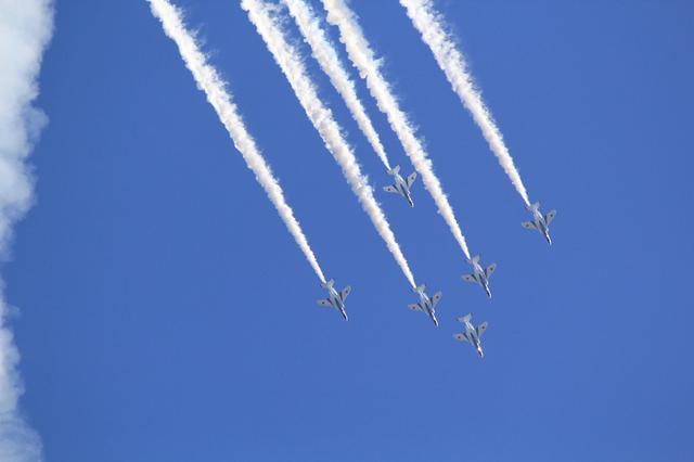画像: フェニックスループ:ブルーインパルスを代表する曲技飛行課目