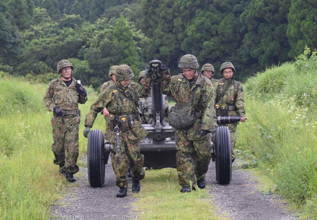 画像15: 新隊員が35キロ行進後、戦闘訓練 都城駐屯地