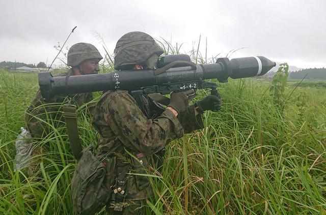 画像8: 新隊員が35キロ行進後、戦闘訓練|都城駐屯地