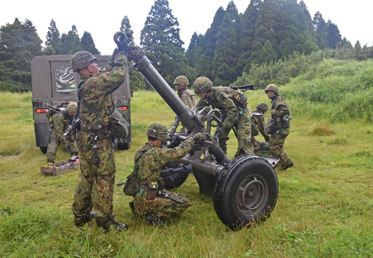 画像16: 新隊員が35キロ行進後、戦闘訓練 都城駐屯地