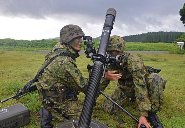 画像11: 新隊員が35キロ行進後、戦闘訓練|都城駐屯地