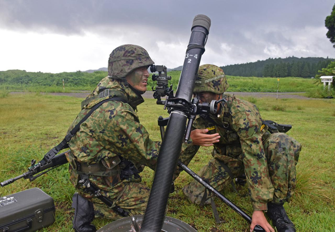 画像11: 新隊員が35キロ行進後、戦闘訓練 都城駐屯地