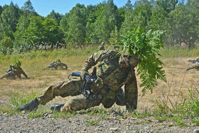 画像5: 新隊員総合訓練 女性隊員が砲迫で射撃支援|名寄駐屯地