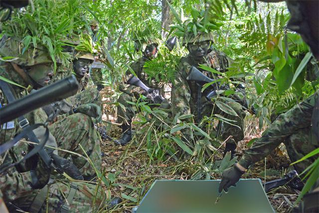 画像1: 新隊員総合訓練 女性隊員が砲迫で射撃支援|名寄駐屯地