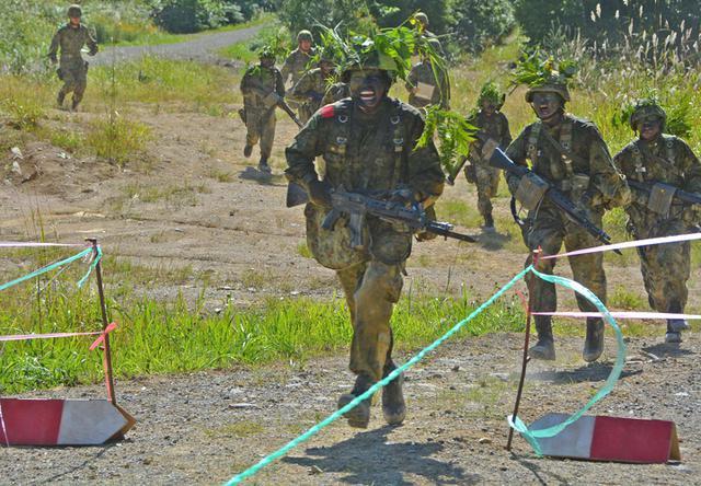 画像8: 新隊員総合訓練 女性隊員が砲迫で射撃支援|名寄駐屯地