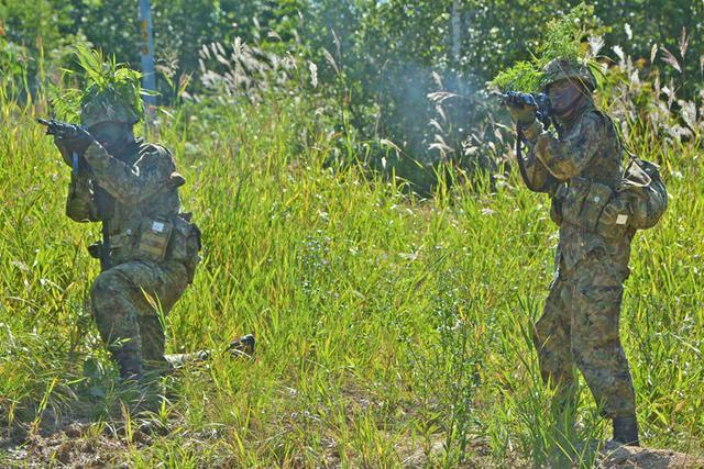 画像4: 新隊員総合訓練 女性隊員が砲迫で射撃支援|名寄駐屯地