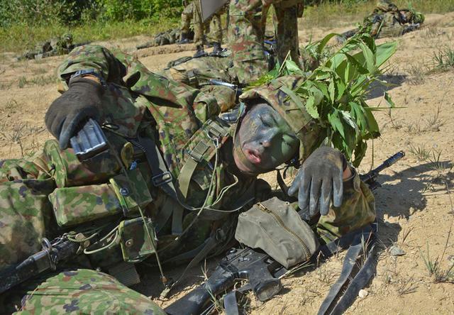 画像7: 新隊員総合訓練 女性隊員が砲迫で射撃支援|名寄駐屯地