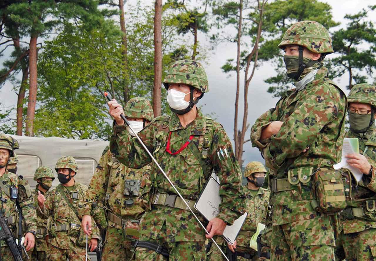 画像: 遠藤14旅団長(写真右)